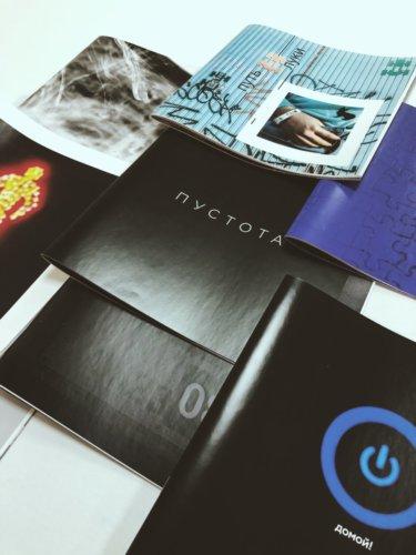 Квадратные брошюры на скобе