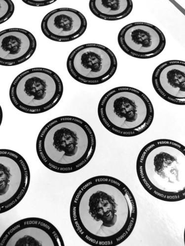Круглые объемные наклейки из эпоксидной смолы для продюсера и диджея Федора Фомина. Диаметр - 35 мм